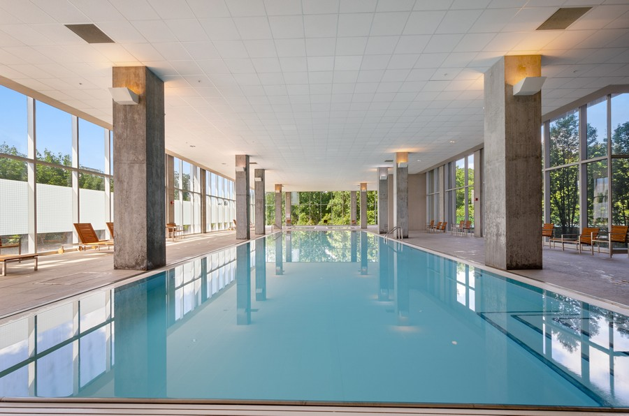 Real Estate Photography - 9655 Woods Drive, Apt 1710, Skokie, IL, 60077 - Indoor Pool