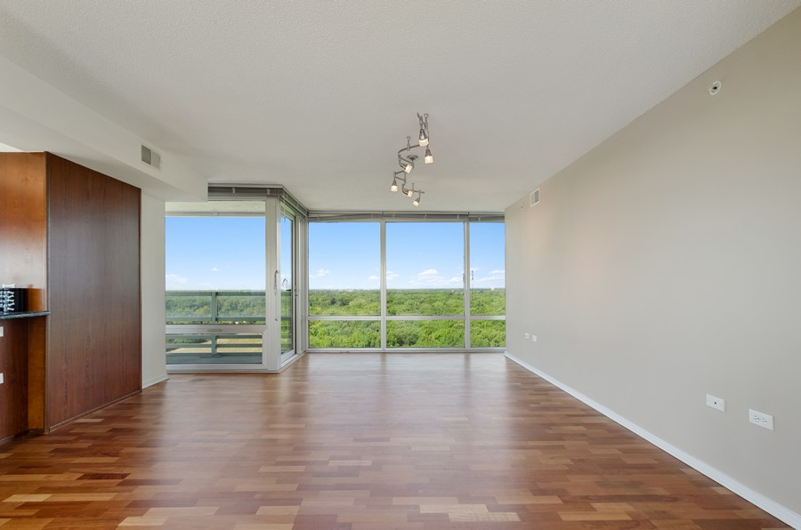 Real Estate Photography - 9655 Woods Drive, Apt 1710, Skokie, IL, 60077 - Dining Room