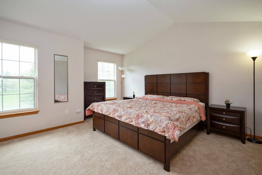 Real Estate Photography - 1955 Lilac Ct, Schaumburg, IL, 60193 - Master Bedroom