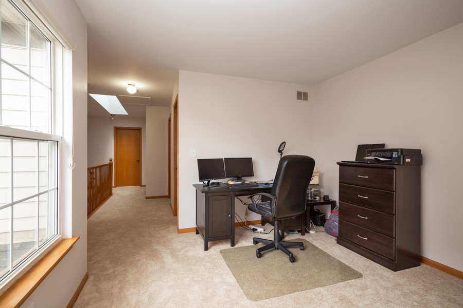 Real Estate Photography - 1955 Lilac Ct, Schaumburg, IL, 60193 - Loft