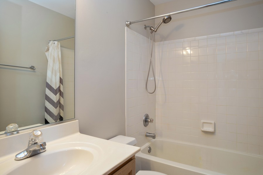 Real Estate Photography - 1955 Lilac Ct, Schaumburg, IL, 60193 - Bathroom