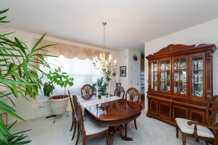 Real Estate Photography - 34032 N. Wooded Glen, Grayslake, IL, 60030 - Dining Room