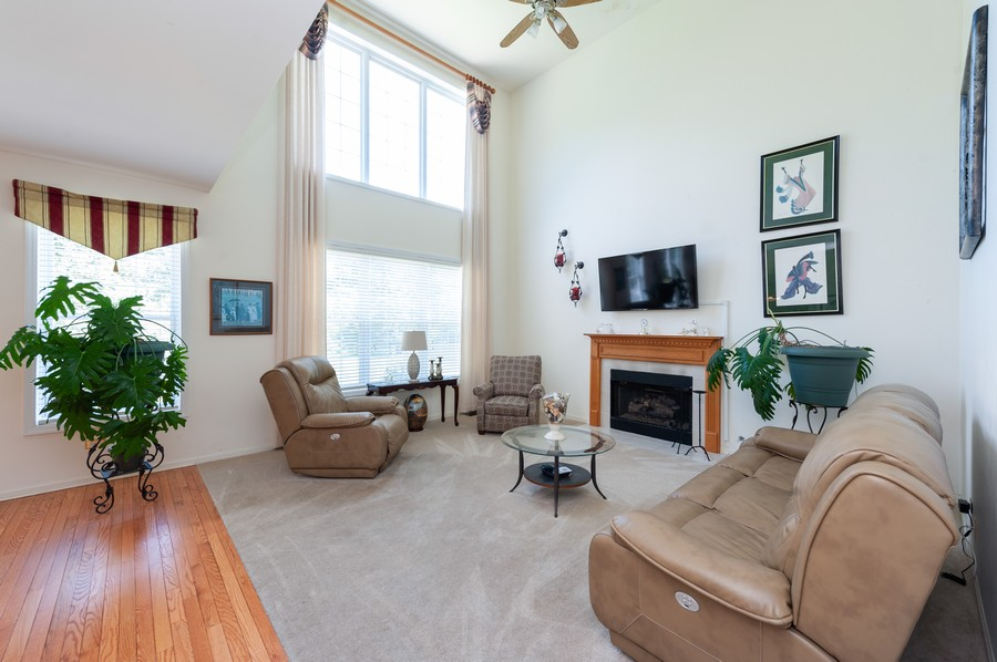 Real Estate Photography - 34032 N. Wooded Glen, Grayslake, IL, 60030 - Family Room