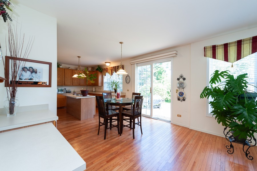 Real Estate Photography - 34032 N. Wooded Glen, Grayslake, IL, 60030 - Dining Area