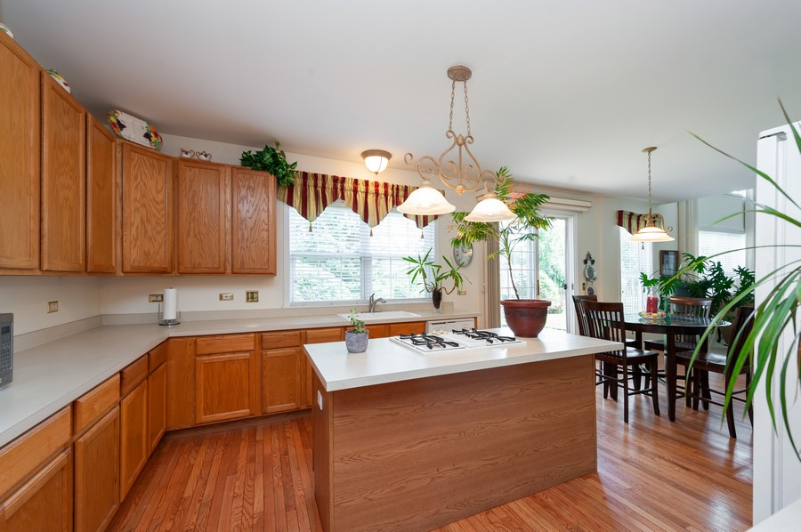 Real Estate Photography - 34032 N. Wooded Glen, Grayslake, IL, 60030 - Kitchen