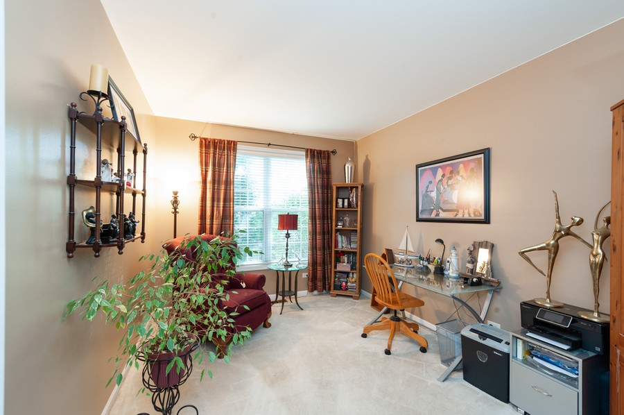 Real Estate Photography - 34032 N. Wooded Glen, Grayslake, IL, 60030 - Office