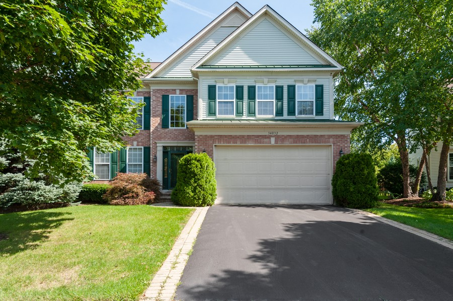 Real Estate Photography - 34032 N. Wooded Glen, Grayslake, IL, 60030 - Front View