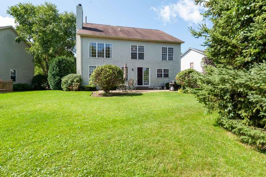 Real Estate Photography - 34032 N. Wooded Glen, Grayslake, IL, 60030 - Rear View