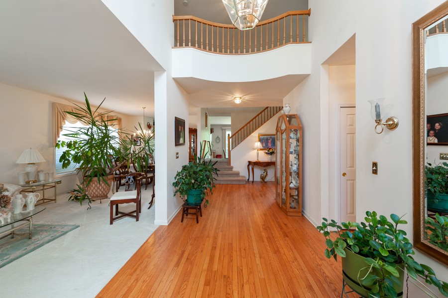 Real Estate Photography - 34032 N. Wooded Glen, Grayslake, IL, 60030 - Entryway
