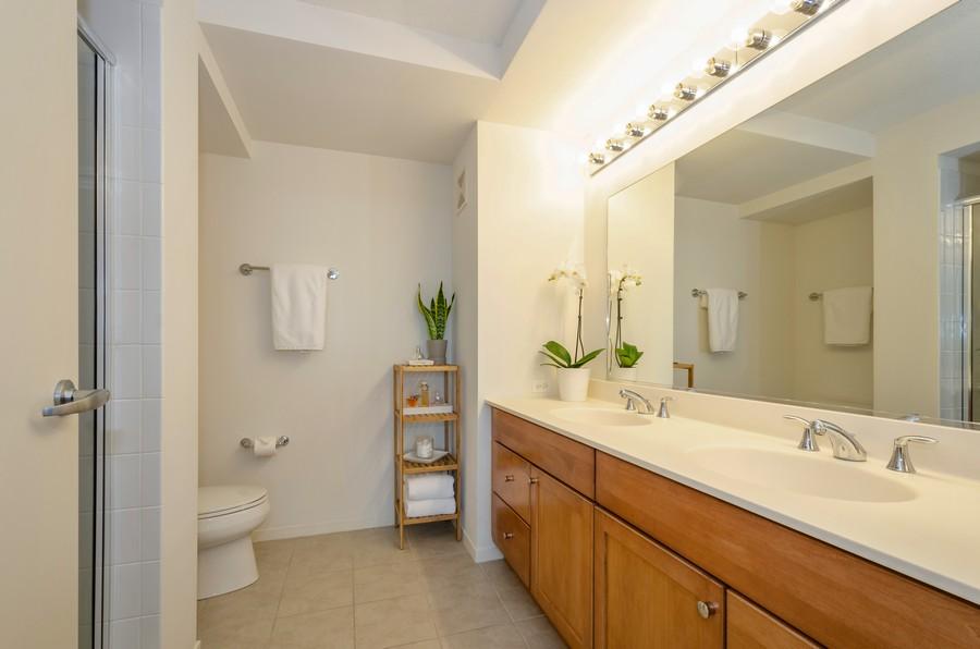 Real Estate Photography - 9715 N Woods, Unit 1109, Skokie, IL, 60077 - Master Bathroom