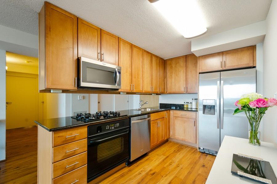 Real Estate Photography - 9715 N Woods, Unit 1109, Skokie, IL, 60077 - Kitchen