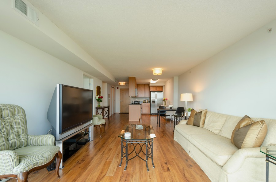 Real Estate Photography - 9715 N Woods, Unit 1109, Skokie, IL, 60077 - Kitchen / Living Room