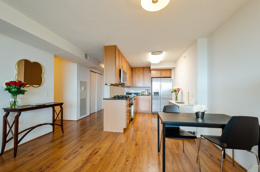 Real Estate Photography - 9715 N Woods, Unit 1109, Skokie, IL, 60077 - Kitchen / Dining Room