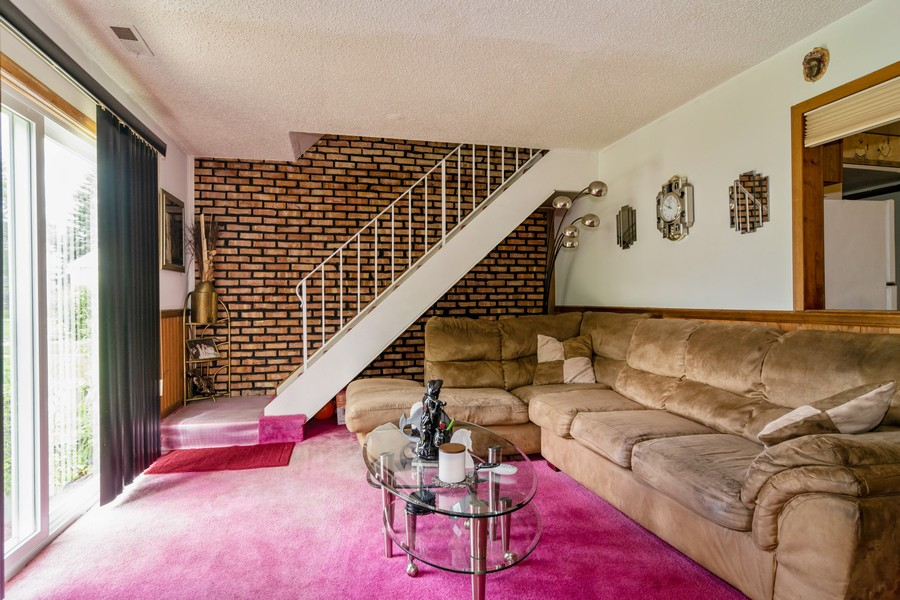 Real Estate Photography - 184 Betty Court #B, Bartlett, IL, 60103 - Living Room