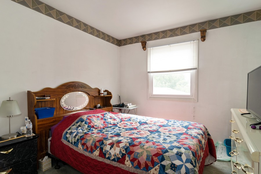 Real Estate Photography - 184 Betty Court #B, Bartlett, IL, 60103 - Guest Bedroom