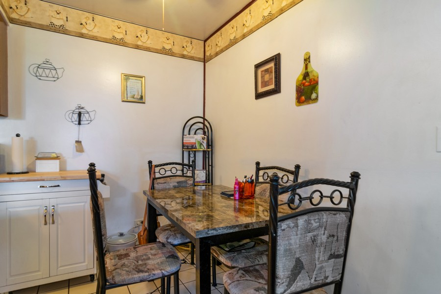Real Estate Photography - 184 Betty Court #B, Bartlett, IL, 60103 - Dining Room