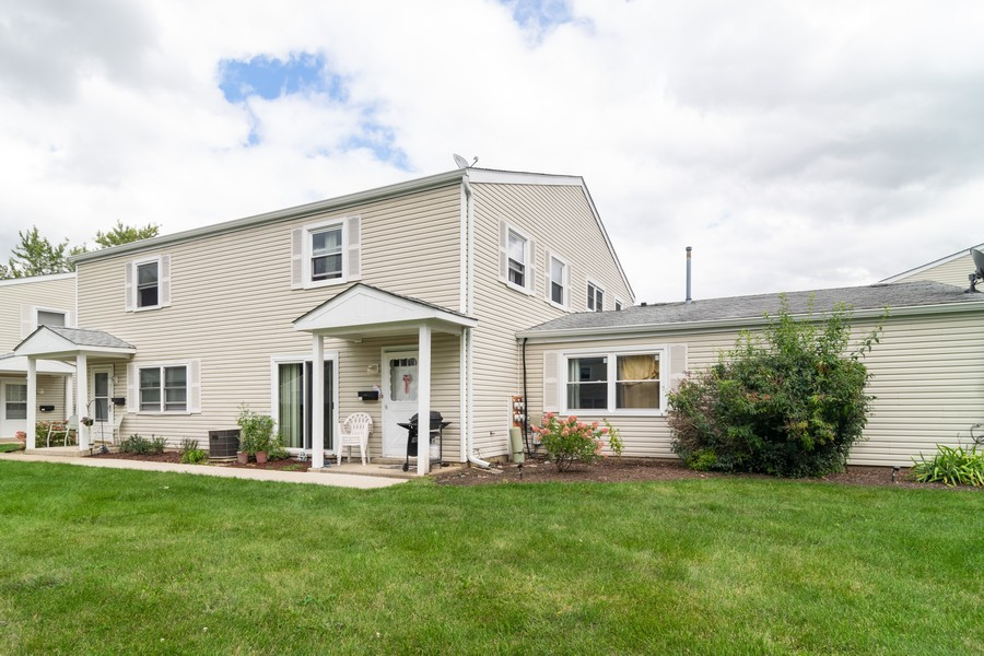 Real Estate Photography - 184 Betty Court #B, Bartlett, IL, 60103 - Front View
