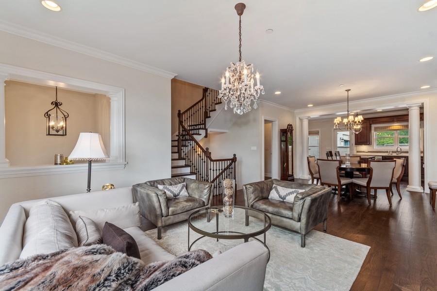 Real Estate Photography - 460 PENNSYLVANIA AVE, GLEN ELLYN, IL, 60137 - Living Room