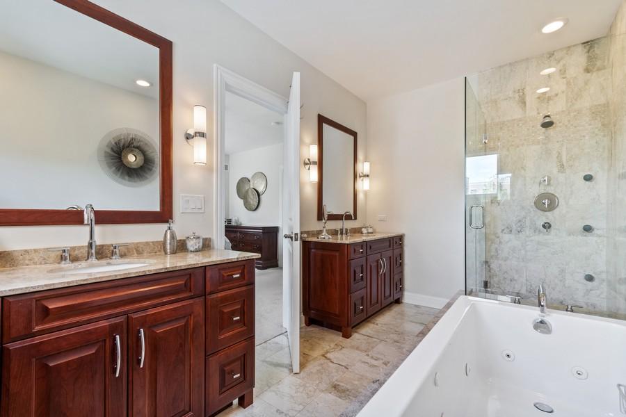 Real Estate Photography - 460 PENNSYLVANIA AVE, GLEN ELLYN, IL, 60137 - Master Bathroom