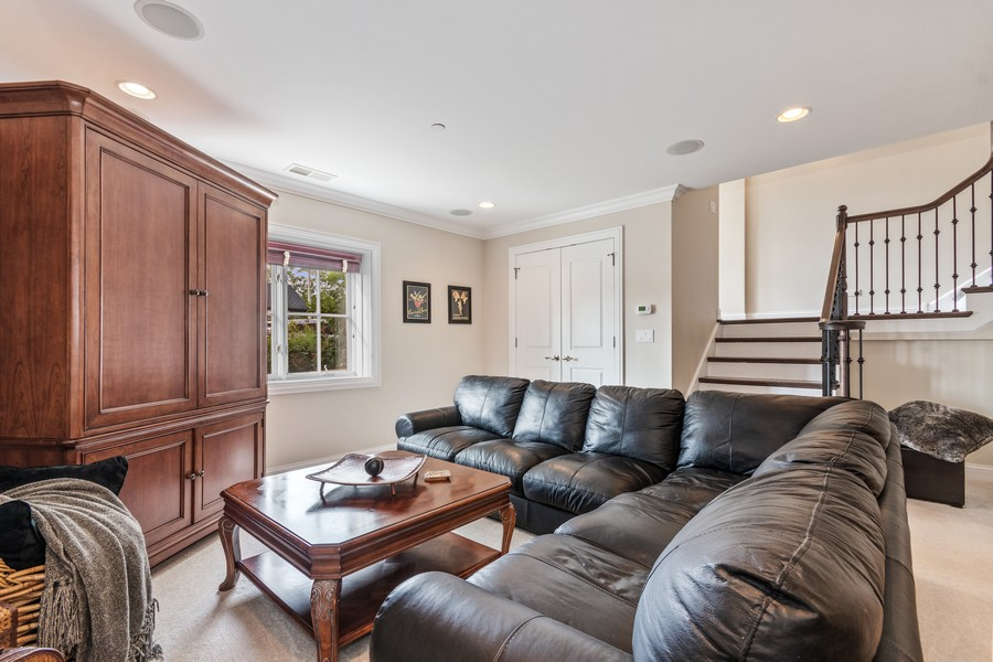 Real Estate Photography - 460 PENNSYLVANIA AVE, GLEN ELLYN, IL, 60137 - Family Room