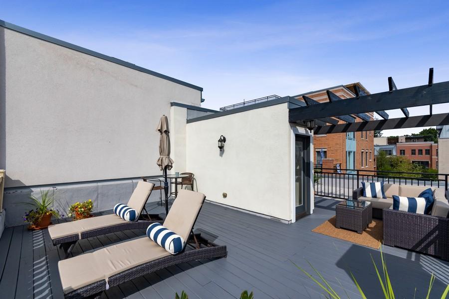 Real Estate Photography - 460 PENNSYLVANIA AVE, GLEN ELLYN, IL, 60137 - Deck