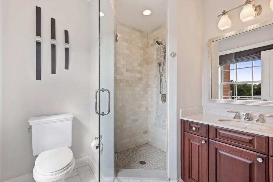 Real Estate Photography - 460 PENNSYLVANIA AVE, GLEN ELLYN, IL, 60137 - 2nd Bathroom