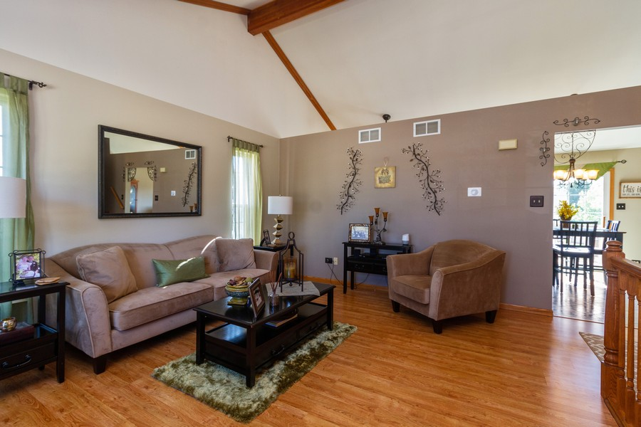 Real Estate Photography - 5 Layden Circle, Manteno, IL, 60950 - Living Room