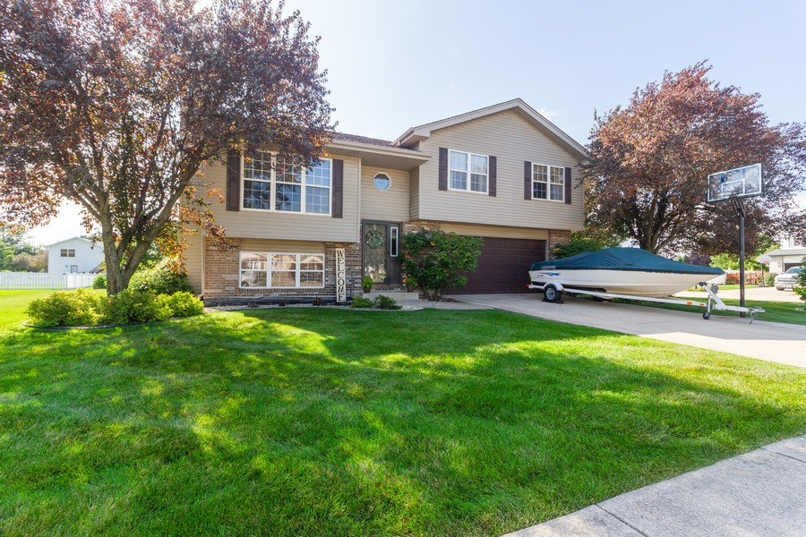 Real Estate Photography - 5 Layden Circle, Manteno, IL, 60950 - Front View