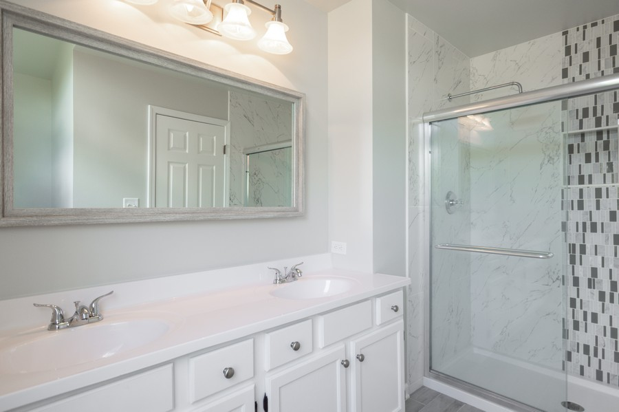Real Estate Photography - 609 Salem Circle, Oswego, IL, 60543 - Master Bathroom