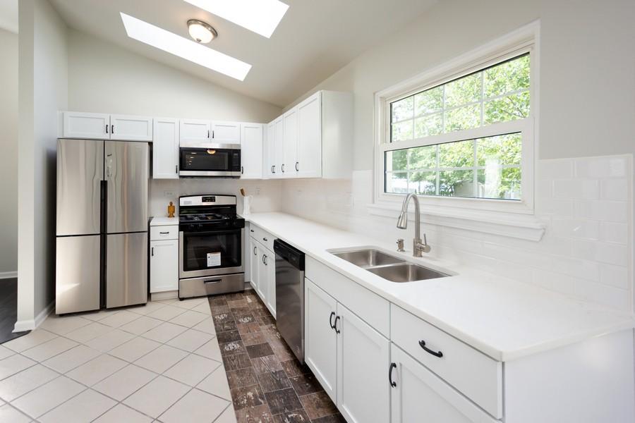 Real Estate Photography - 609 Salem Circle, Oswego, IL, 60543 - Kitchen