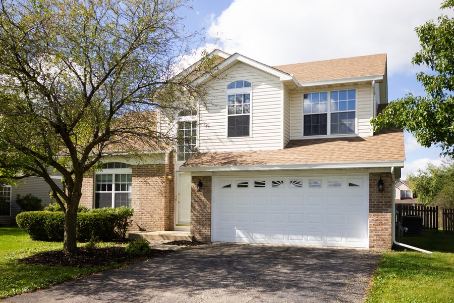 Real Estate Photography - 609 Salem Circle, Oswego, IL, 60543 - Front View