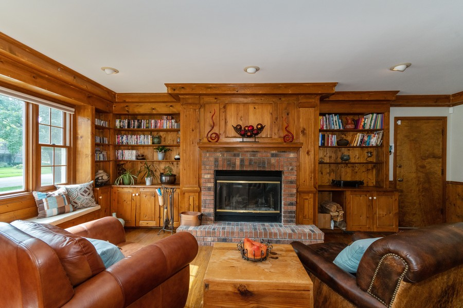 Real Estate Photography - 2310 Taliesin Drive, Aurora, IL, 60506 - Family Room