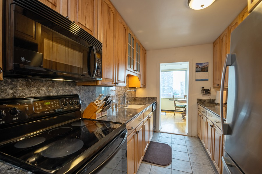 Real Estate Photography - 4250 N Marine, Unit 1716, Chicago, IL, 60618 - Kitchen