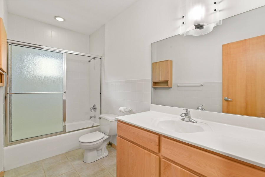 Real Estate Photography - 32 Blodgett Avenue, Clarendon Hills, IL, 60514 - Full Bathroom for Bedroom 3 with Tub/shower combo,