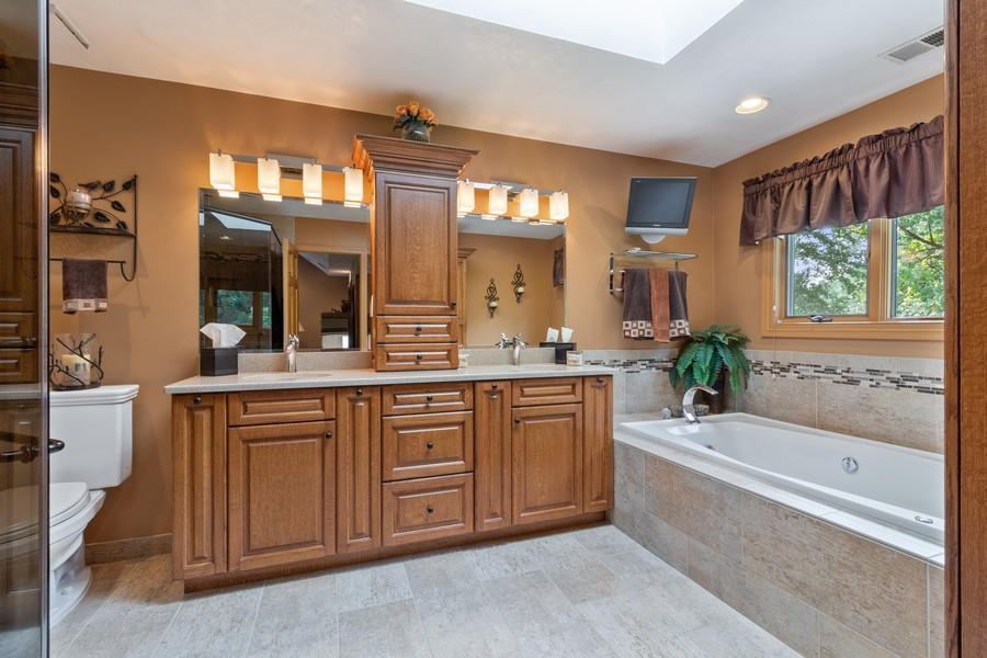 Real Estate Photography - 7835 W. McCarthy Rd., PALOS PARK, IL, 60464 - Master Bathroom
