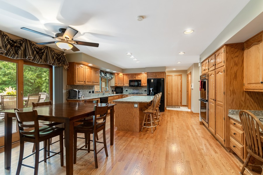 Real Estate Photography - 7835 W. McCarthy Rd., PALOS PARK, IL, 60464 - Kitchen