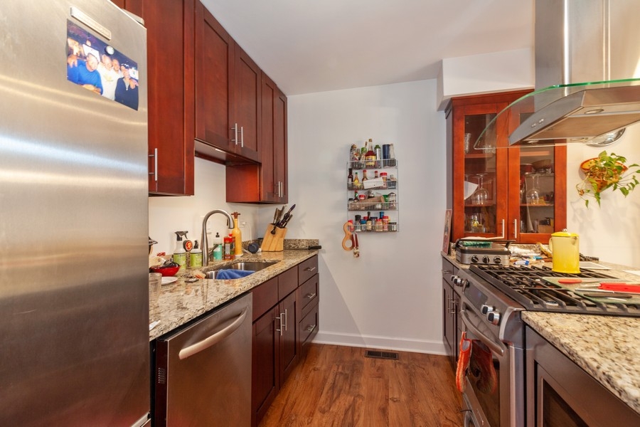 Real Estate Photography - 6 Maple Tree Ct, Elmhurst, IL, 60126 - Kitchen