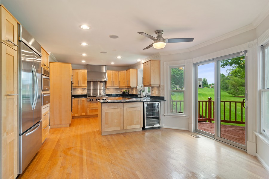 Real Estate Photography - 23907 Lancaster Ct, Deer Park, IL, 60010 - Kitchen / Breakfast Room