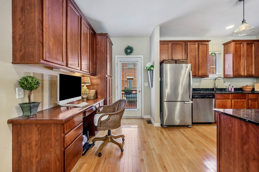 Real Estate Photography - 525 South Boulevard, Evanston, IL, 60202 - Kitchen Desk
