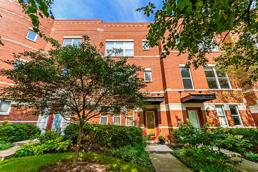 Real Estate Photography - 525 South Boulevard, Evanston, IL, 60202 - Front View