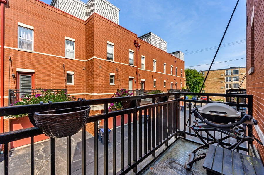 Real Estate Photography - 525 South Boulevard, Evanston, IL, 60202 - Balcony