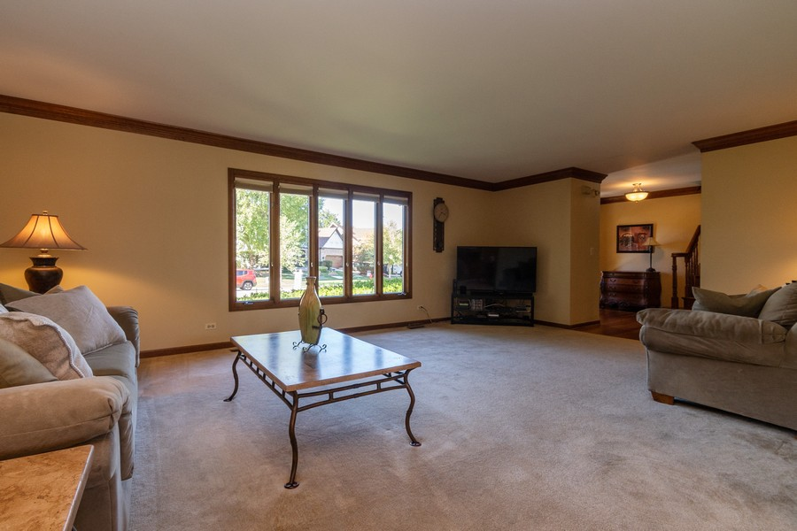 Real Estate Photography - 1519 Laburnum Rd, Hoffman Estates, IL, 60192 - Living Room