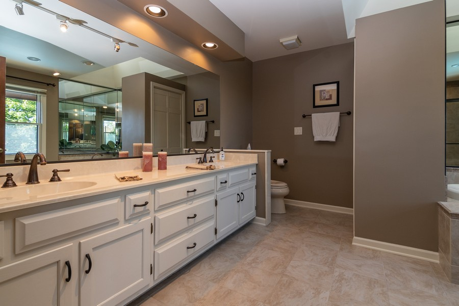Real Estate Photography - 1519 Laburnum Rd, Hoffman Estates, IL, 60192 - Master Bathroom