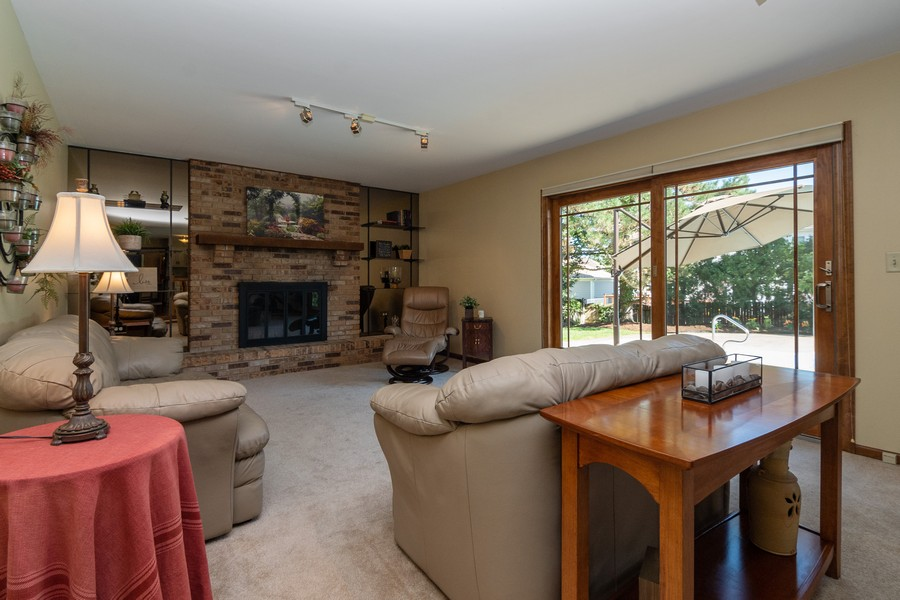 Real Estate Photography - 1519 Laburnum Rd, Hoffman Estates, IL, 60192 - Family Room