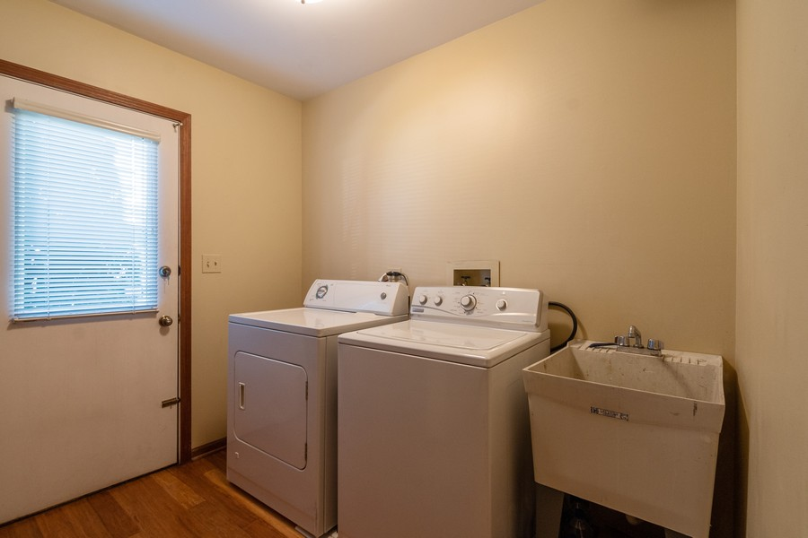 Real Estate Photography - 1519 Laburnum Rd, Hoffman Estates, IL, 60192 - Laundry Room