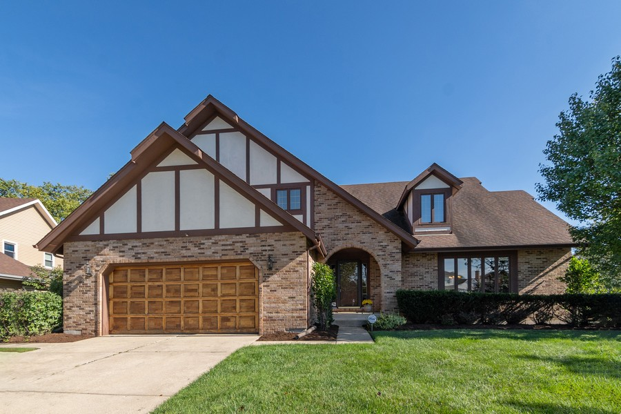 Real Estate Photography - 1519 Laburnum Rd, Hoffman Estates, IL, 60192 - Front View