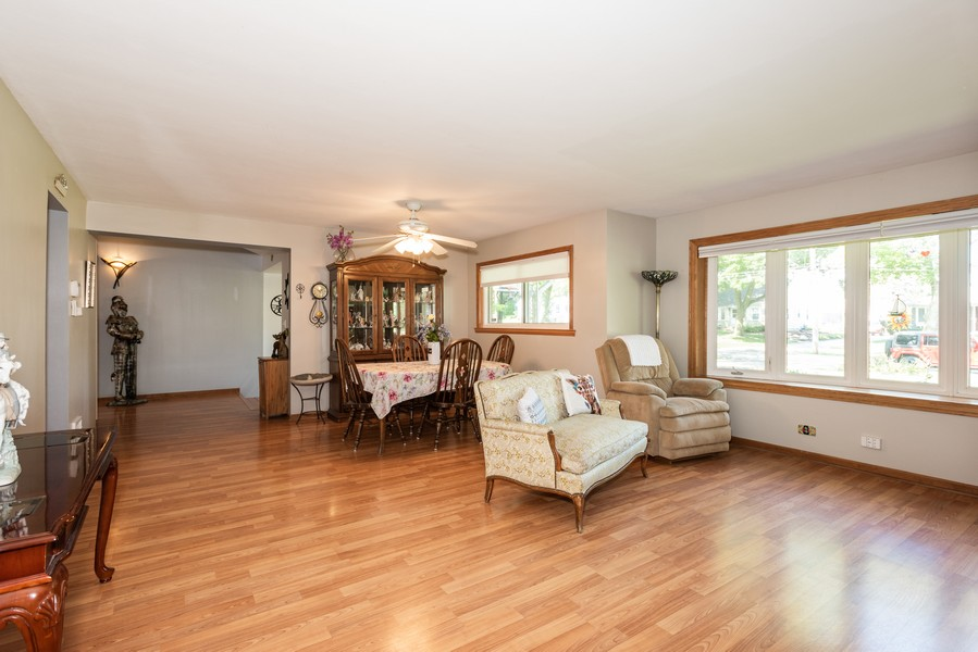 Real Estate Photography - 810 Pershing Ave, Wheaton, IL, 60189 - Family Room
