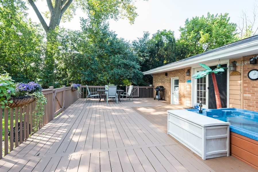 Real Estate Photography - 810 Pershing Ave, Wheaton, IL, 60189 - Deck
