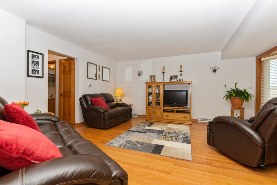 Real Estate Photography - 5118 s. Nagle, chicago, IL, 60638 - Living Room