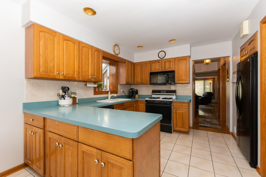 Real Estate Photography - 5118 s. Nagle, chicago, IL, 60638 - Kitchen